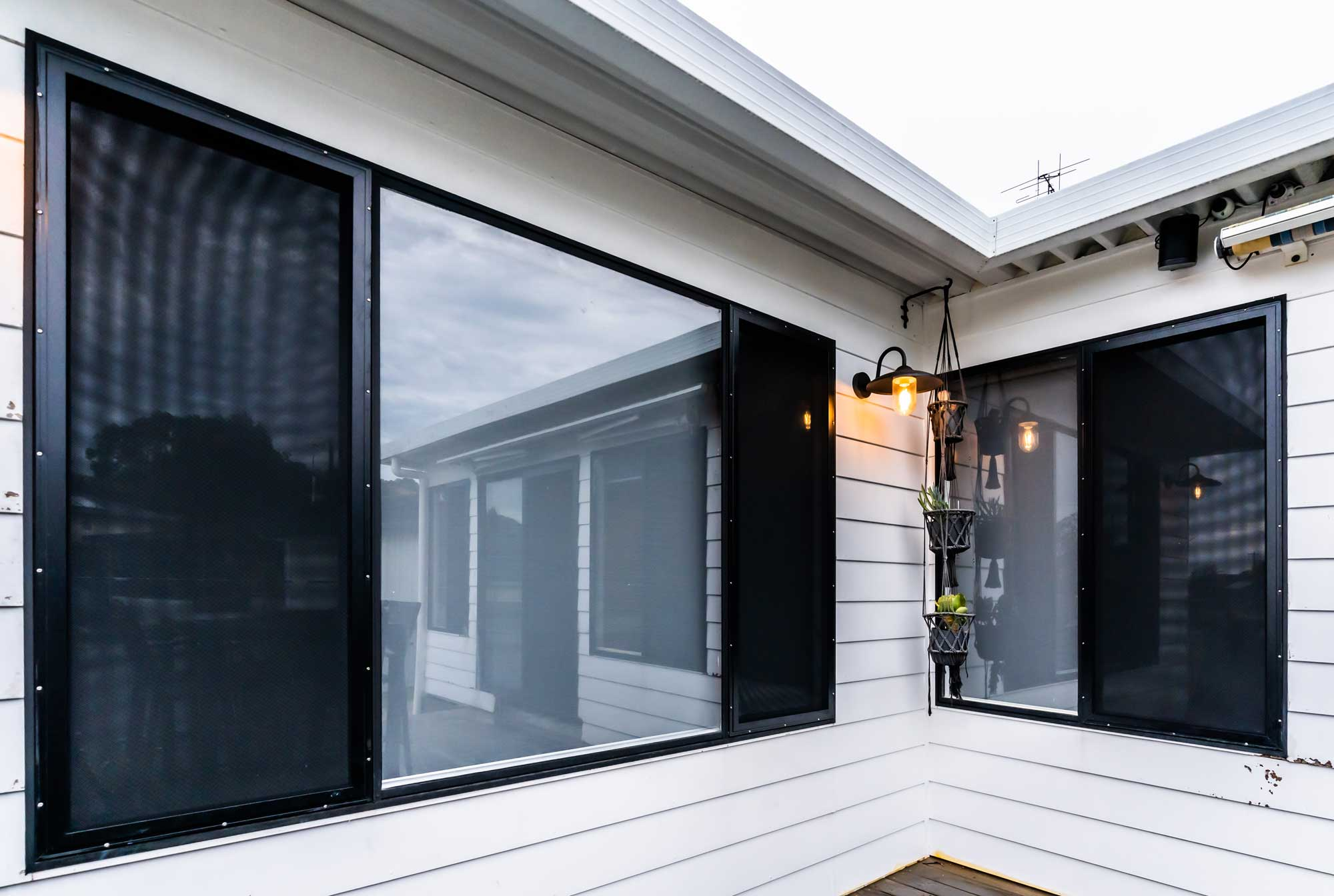 Lakeview-Blinds-Export-2-73SECURITY-SCREEN